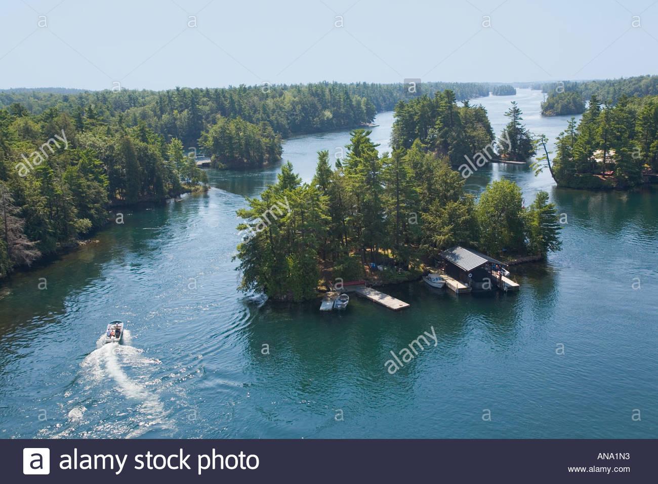 pleasure-craft-in-the-1000-islands-area-