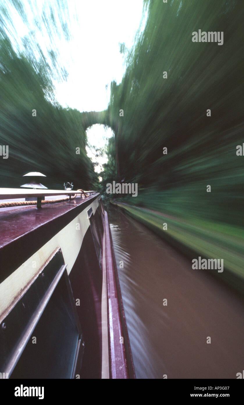 PICTURE CREDIT DOUG BLANE narrowboat navigating along the canal - Stock Image