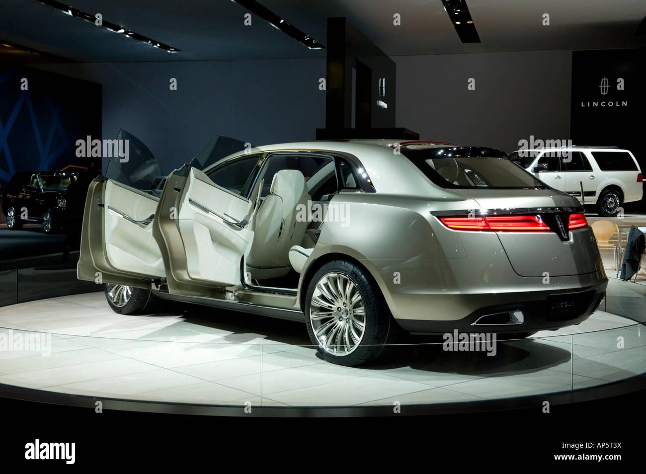 https://c7.alamy.com/comp/AP5T3X/lincoln-mkt-concept-car-at-the-2008-north-american-international-auto-AP5T3X.jpg