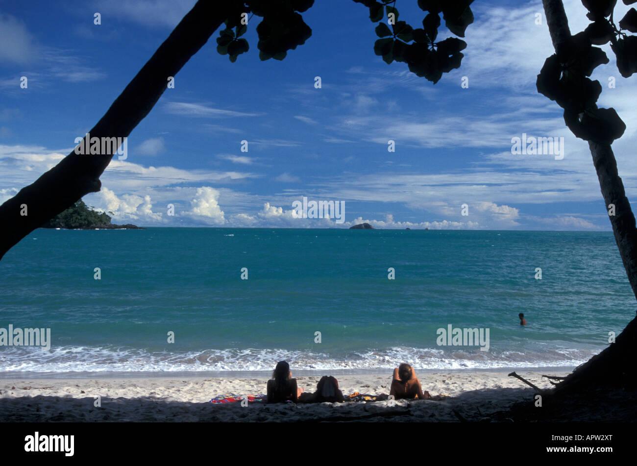 young-women-tourists-relaxing-on-third-beach-in-manuel-antonio-national-APW2XT.jpg