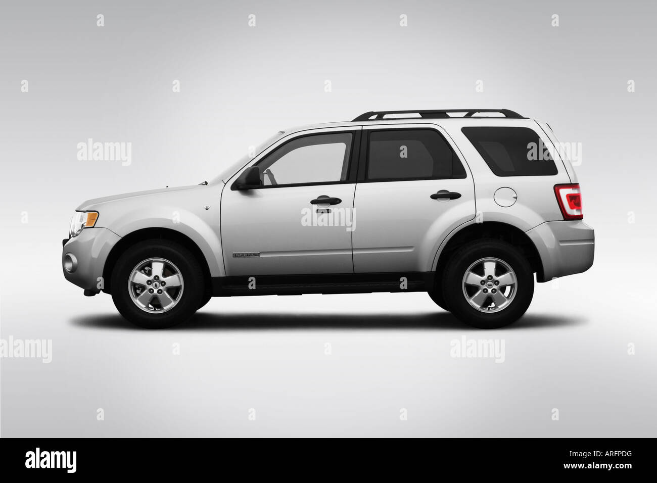 2008 ford escape xlt in silver drivers side profile