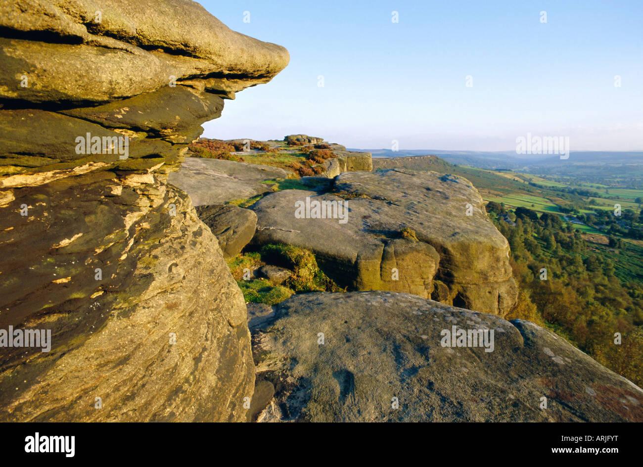 Gritstone rock formations, Froggatt Edge, Peak District National Park, Derbyshire, England - Stock Image