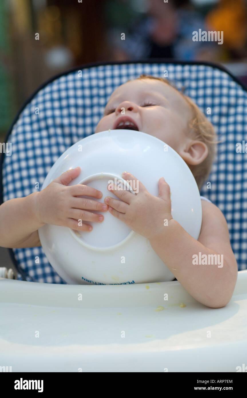 feeding-toddler-ARP7EM.jpg