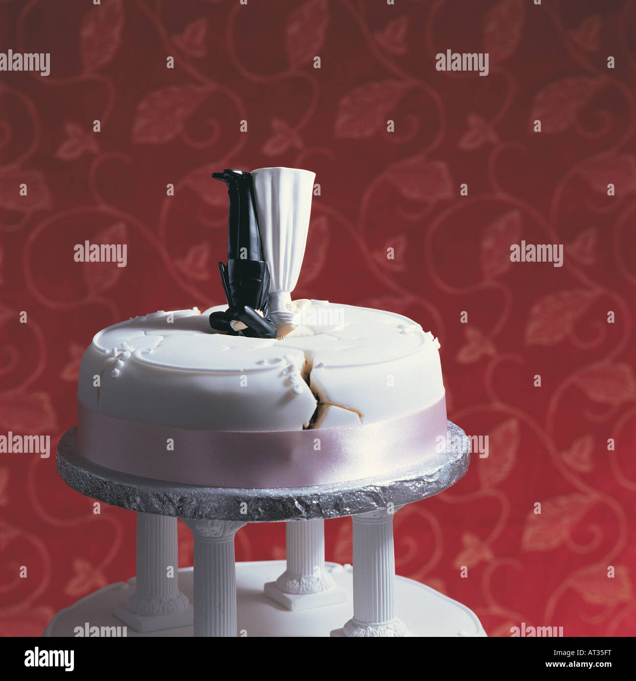 wedding cake upside down a wedding cake and groom icing 26748