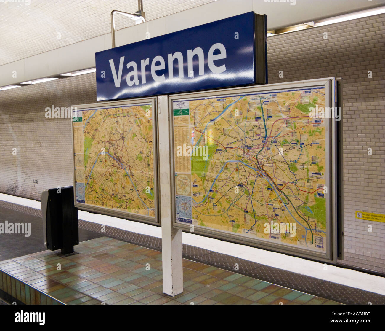 Paris Metro Station Sign And Map On The Subway Platform At Varenne - Paris metro station map