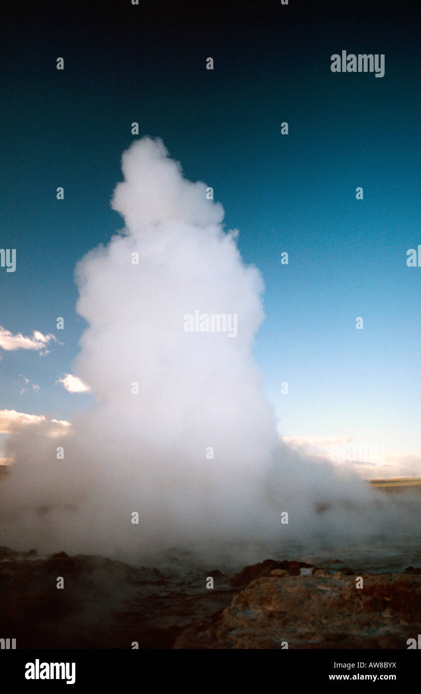 PICTURE CREDIT DOUG BLANE Geyser spouting spring is the world s largest geothermal geyser near Gullfoss waterfall - Stock Image