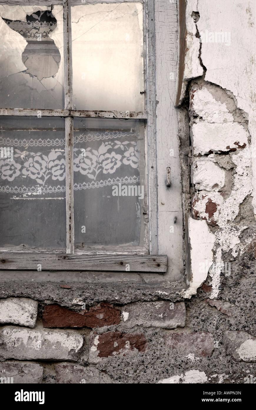 Fenster Mit Gardinen Stock Photos & Fenster Mit Gardinen Stock