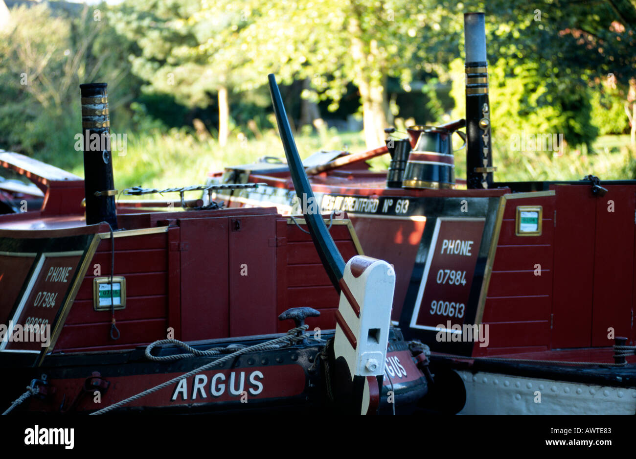 PICTURE CREDIT DOUG BLANE Traditional pair narrowboat and butty moored on the canal side Grand Union Junction Canal - Stock Image