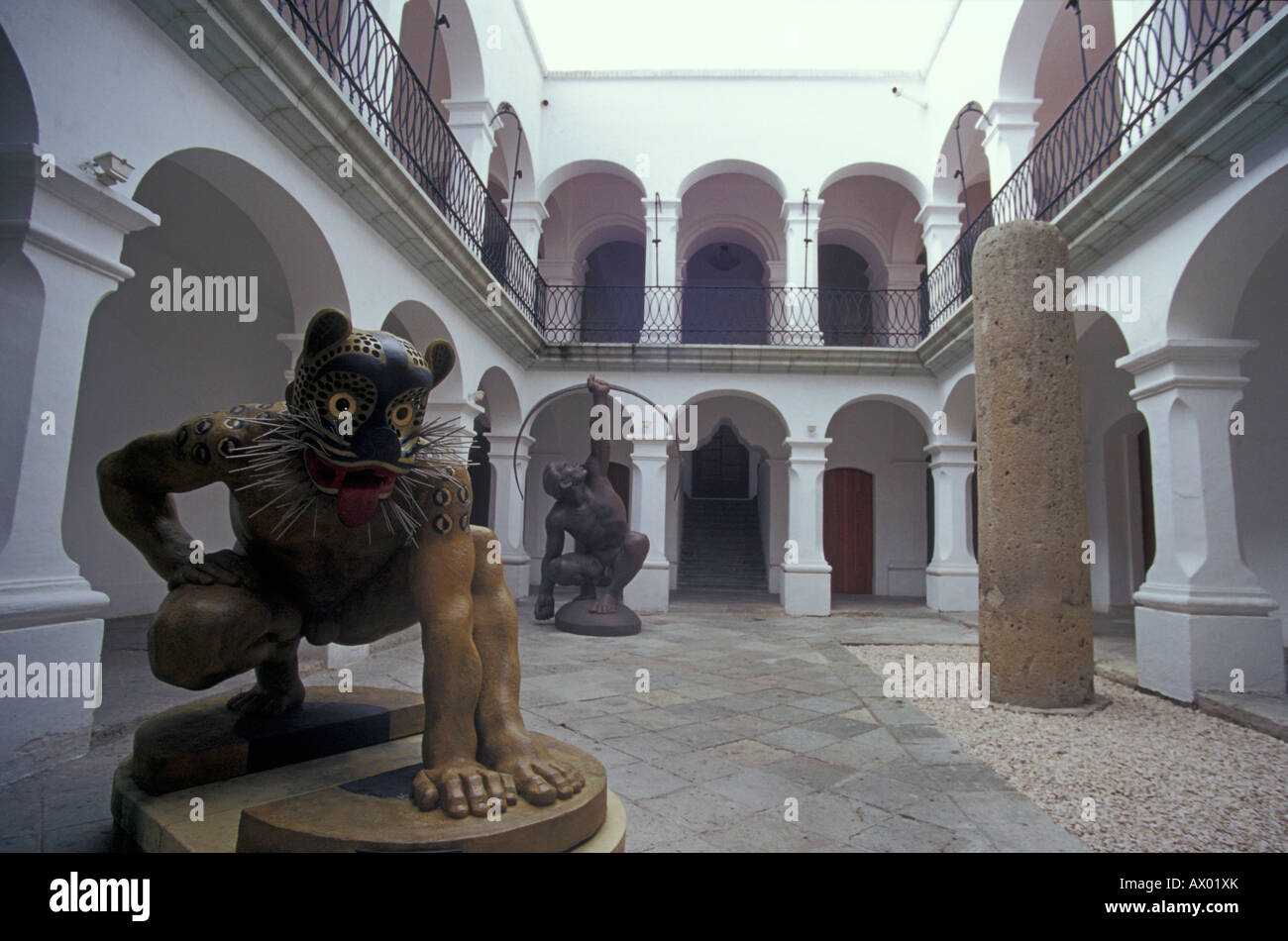 sculptures-in-the-courtyard-of-the-museu