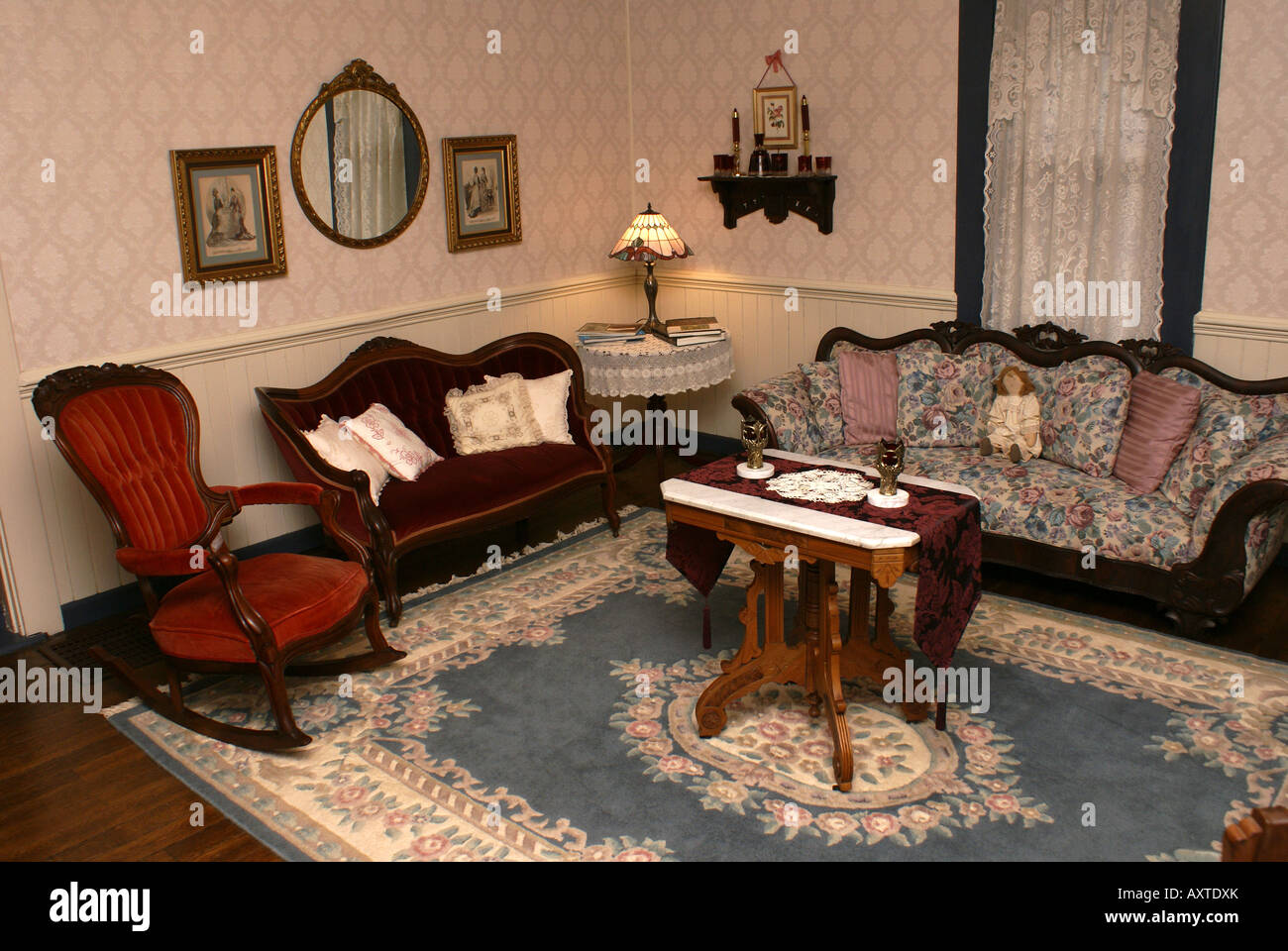 Old Fashioned Living Room Stock Photo: 16913994 - Alamy