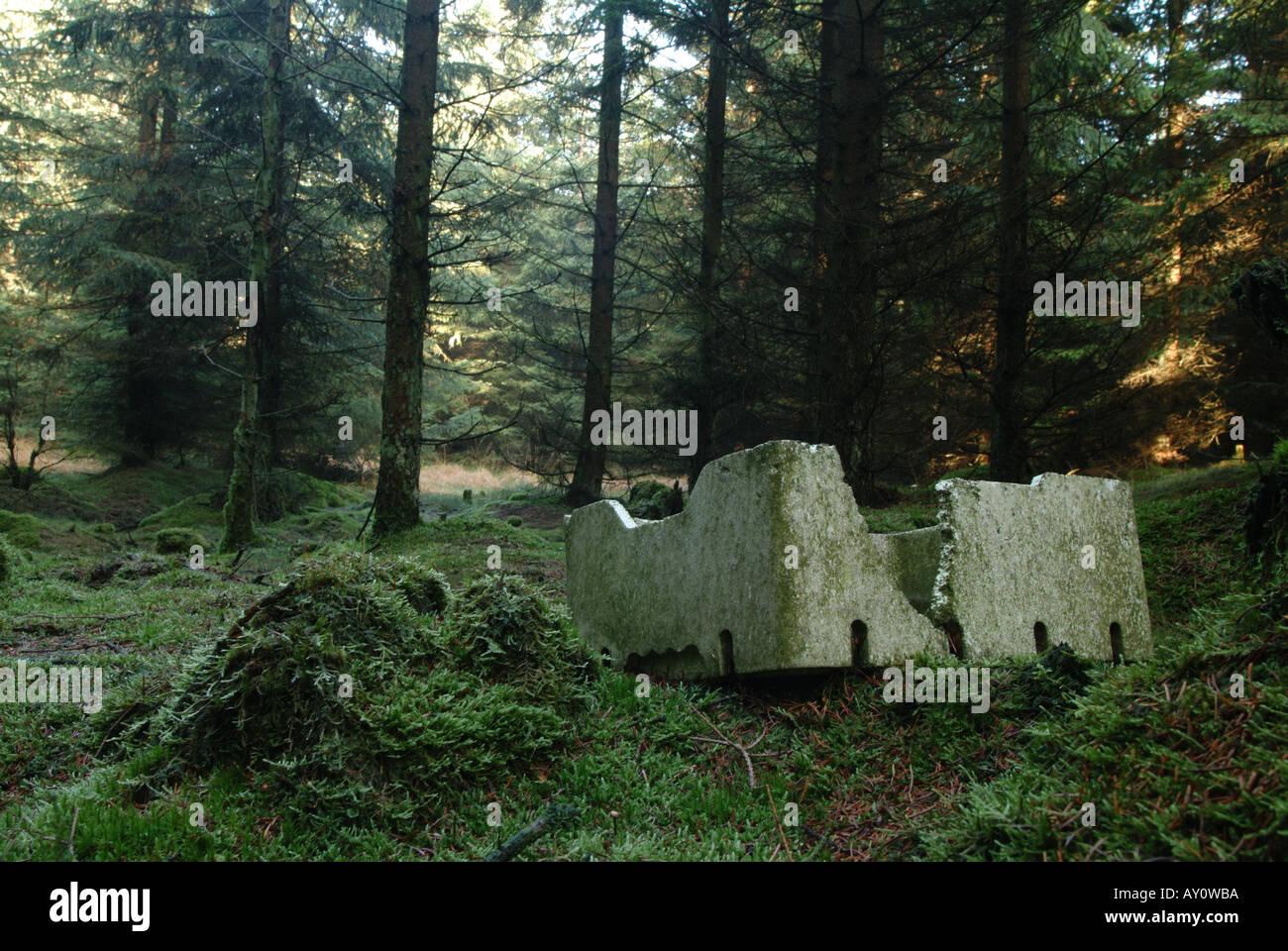 trash-left-in-nature-AY0WBA.jpg