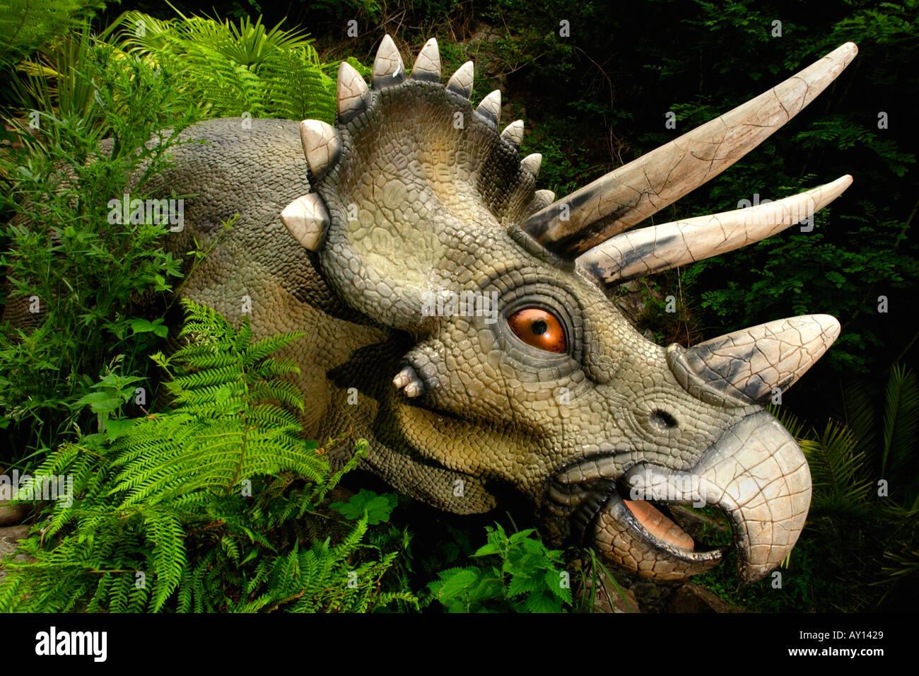 triceratops-in-worlds-biggest-dinosaur-park-dan-yr-ogof-in-brecon-AY1429.jpg