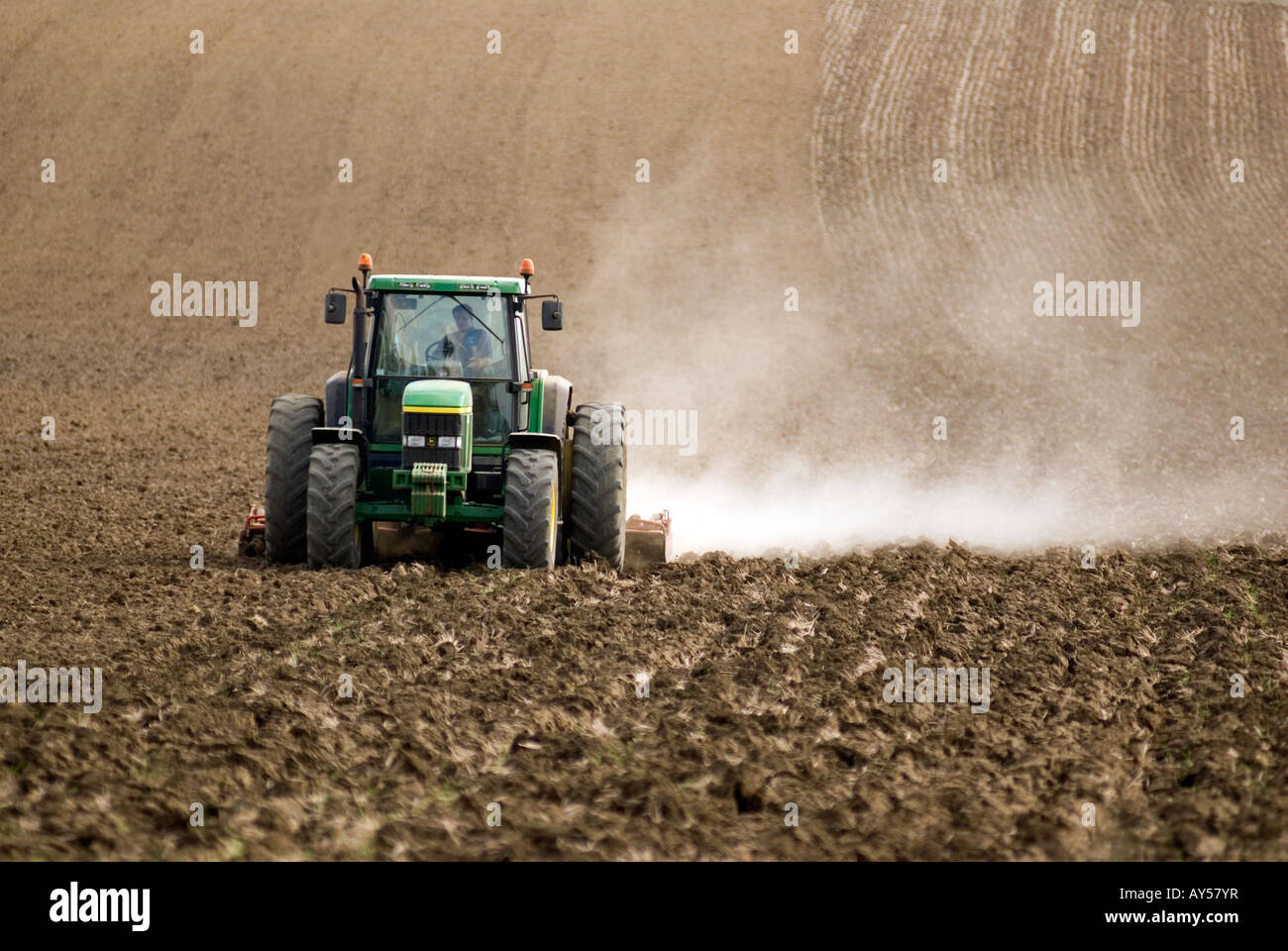 Doug Blane Tractor plowing a field in Oxfordshire near the Oxford Canal - Stock Image