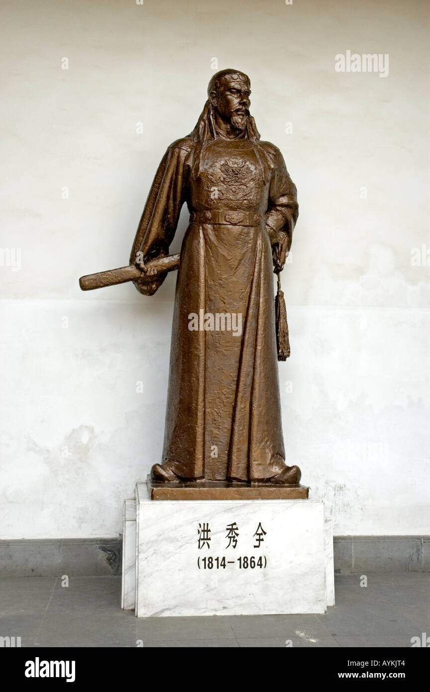 Bronze statue of a Chinese emperor or warlord in the Palace of Chiang Kai-shek, Nanjing Stock Photo