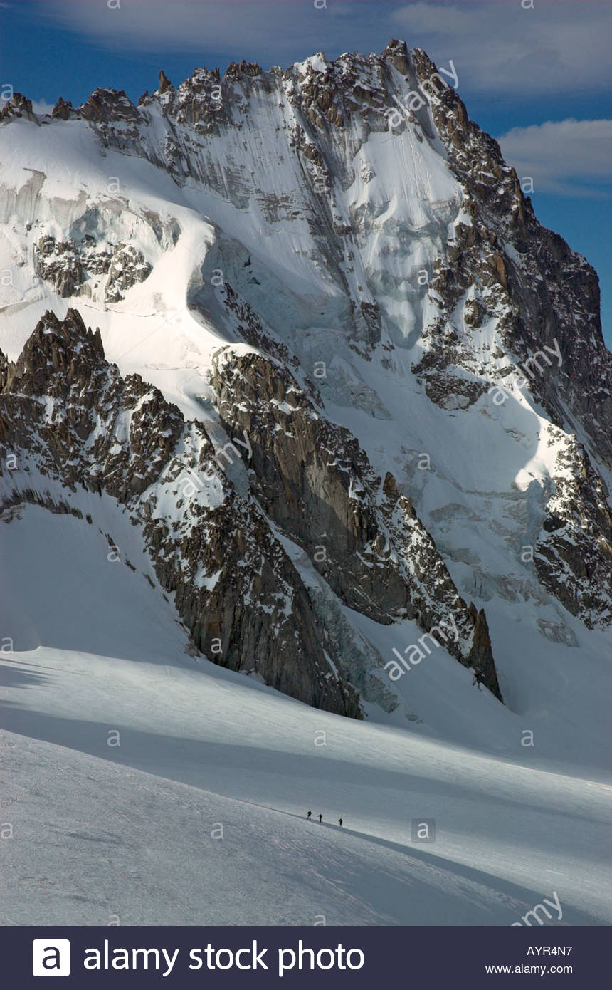 a-rope-of-three-climbers-on-the-glacier-le-tour-dwarfed-by-the-aiguille-AYR4N7.jpg