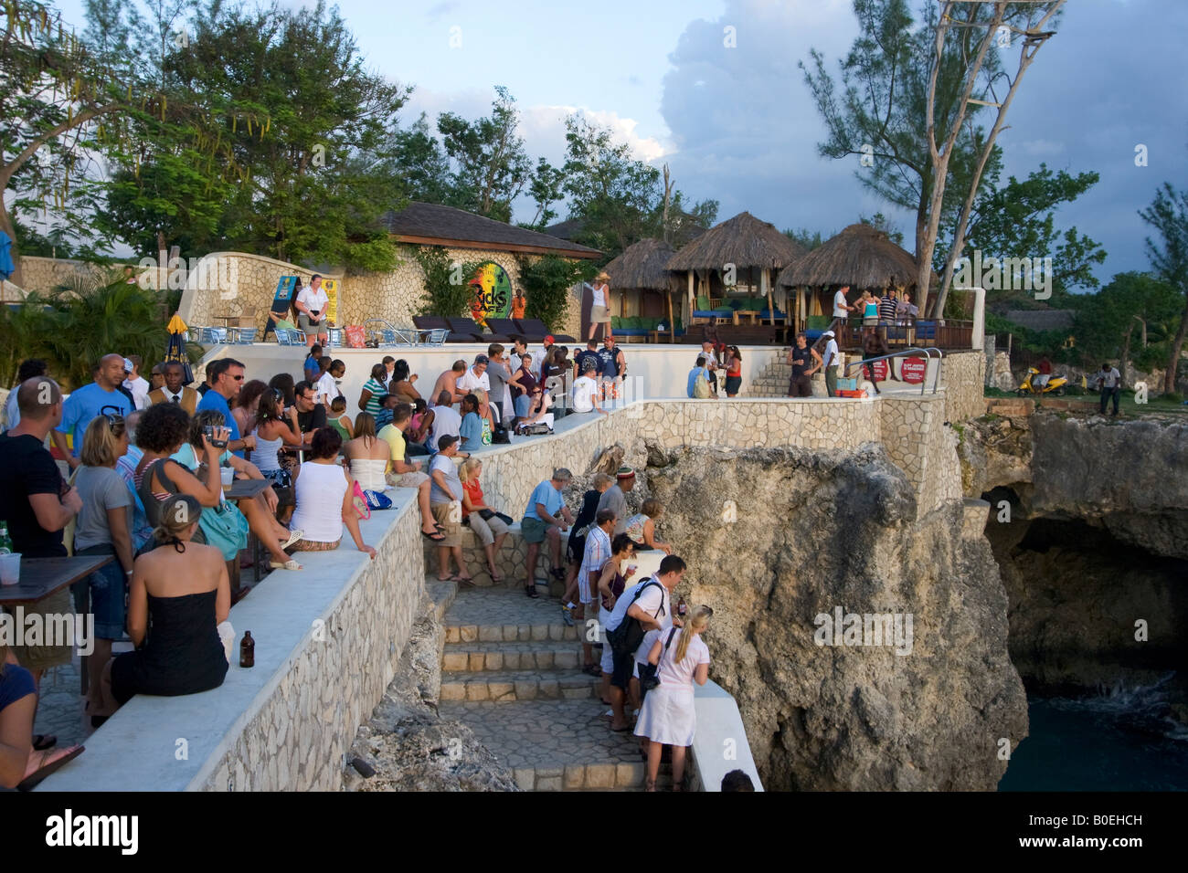 Jamaica Negril Ricks Cafe Crowd waiting for Cliff Diver - Stock Image