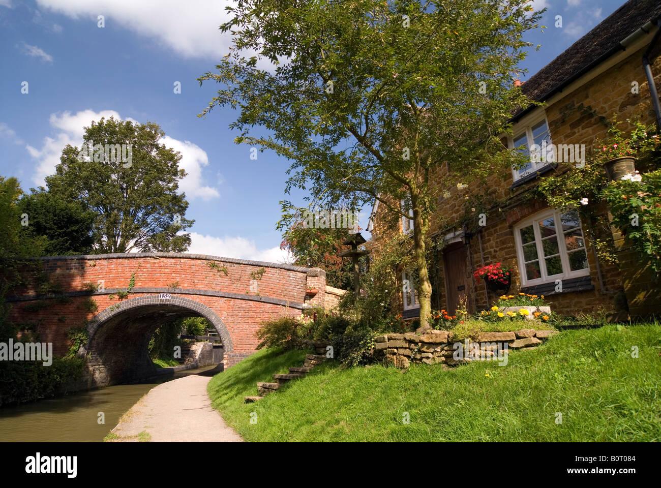 Doug Blane Cropredy bridge near the lock on the Oxford Canal Oxfordshire - Stock Image