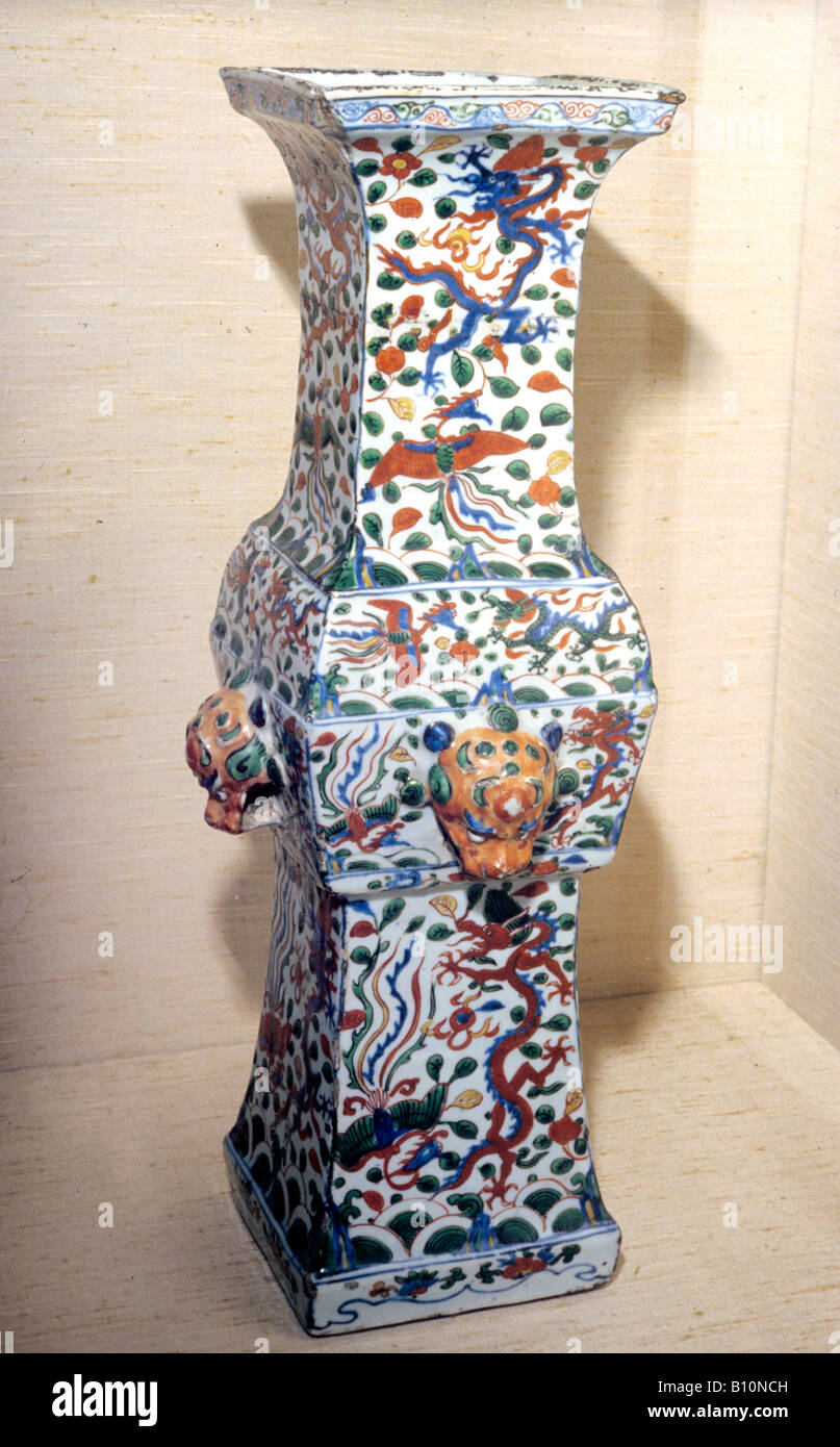 Ming Dynasty vase dragon and phoenix CHINA  Copyright : R. Sheridan/Ancient Art Architecture Collection Ltd - Stock Image