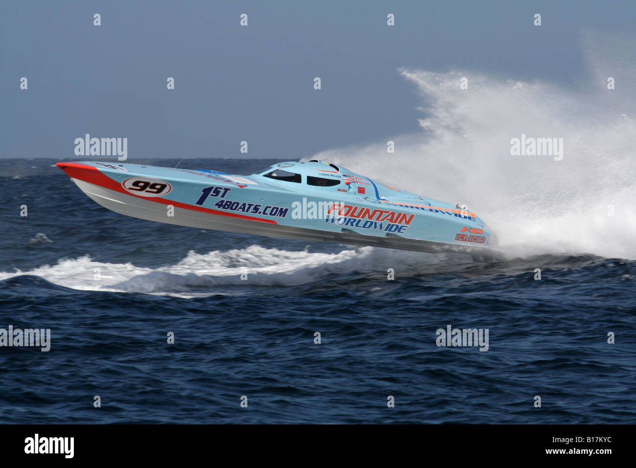 powerboat-p1-racing-B17KYC.jpg
