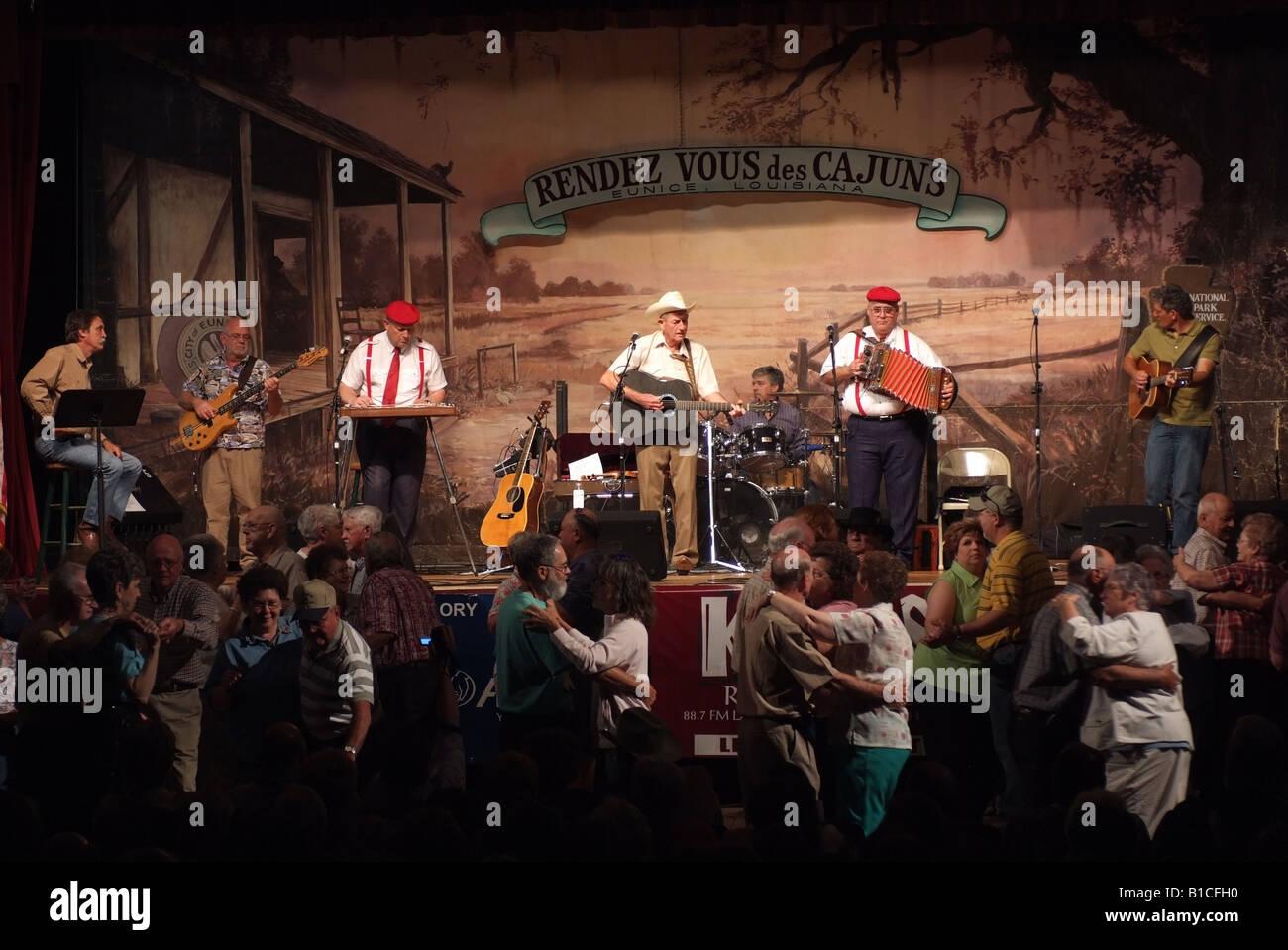usa-louisiana-la-cajun-country-eunice-liberty-theater-live-radio-show-B1CFH0.jpg