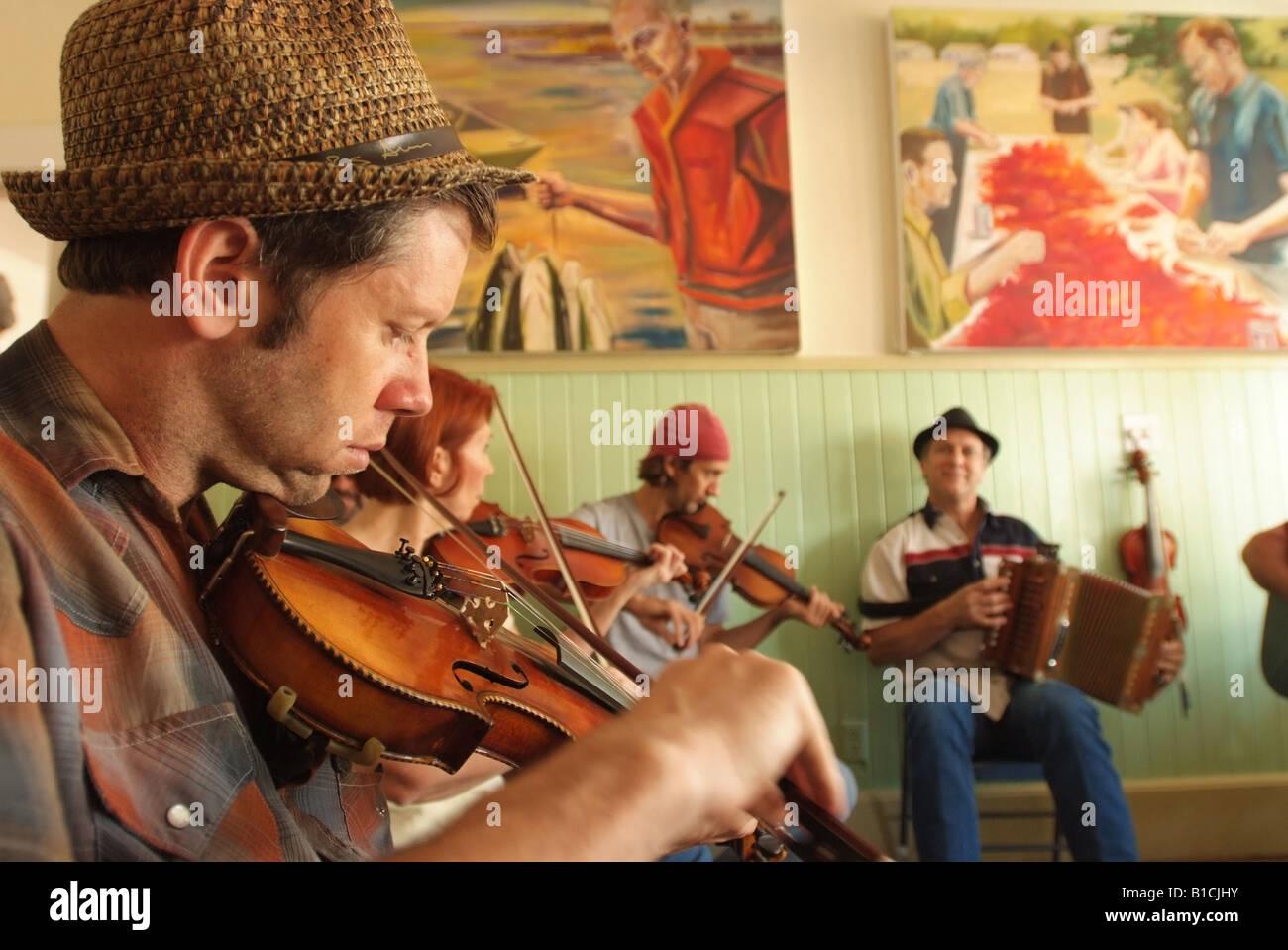 usa-louisiana-la-cajun-country-breaux-bridge-cajun-music-jam-session-B1CJHY.jpg