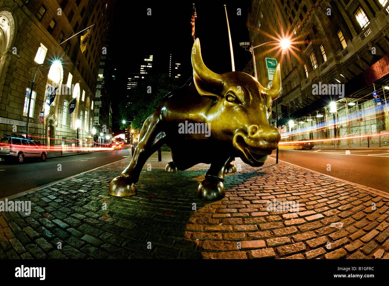 The Wall Street Bull at night - Stock Image