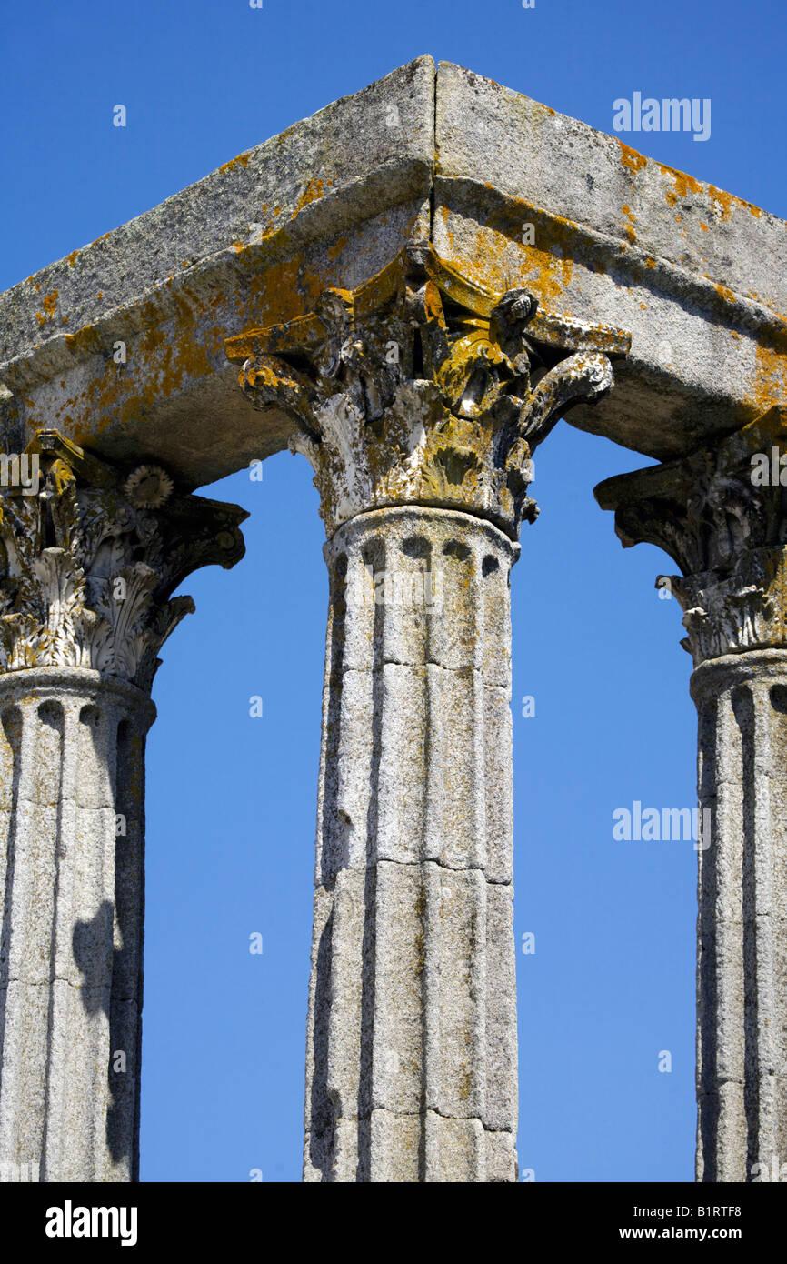 Corinthian fluted granite columns with ornate capitals Temple of Diana, Evora, Alentejo, Portugal, Europe - Stock Image