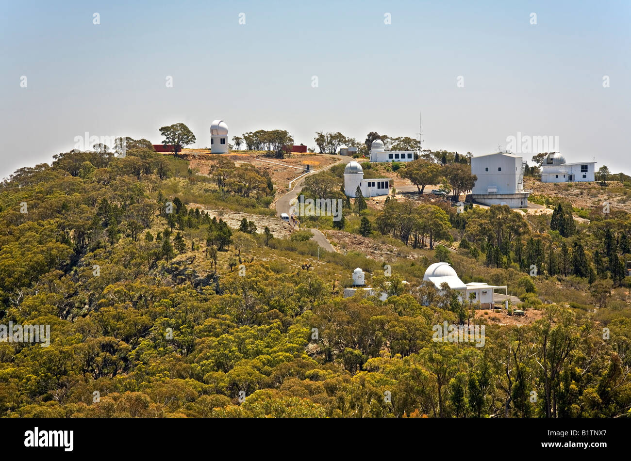 anglo-australian-observatory-siding-spring-nsw-australia-home-to-some-B1TNX7.jpg