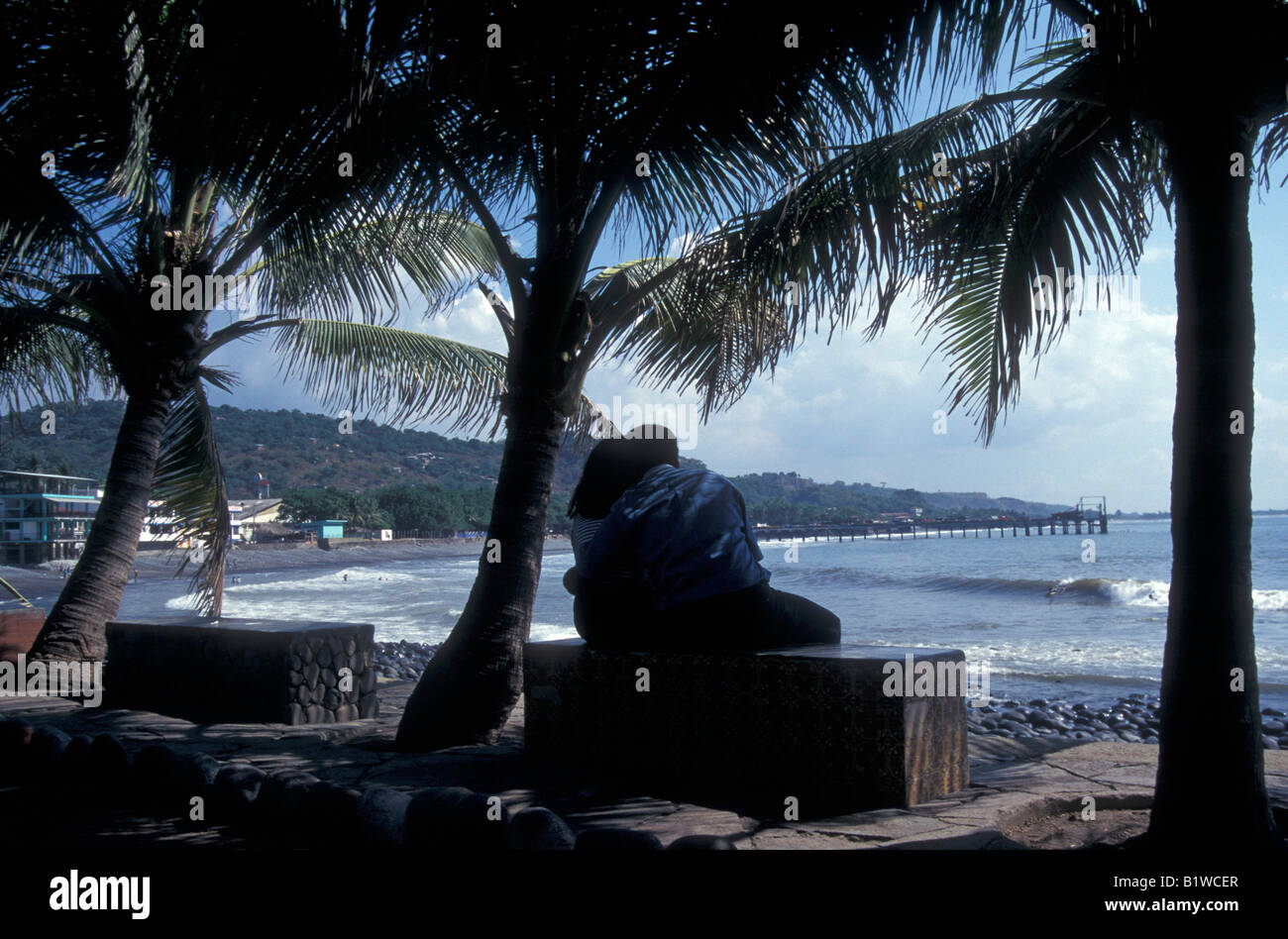 young-lovers-looking-at-the-beach-in-la-