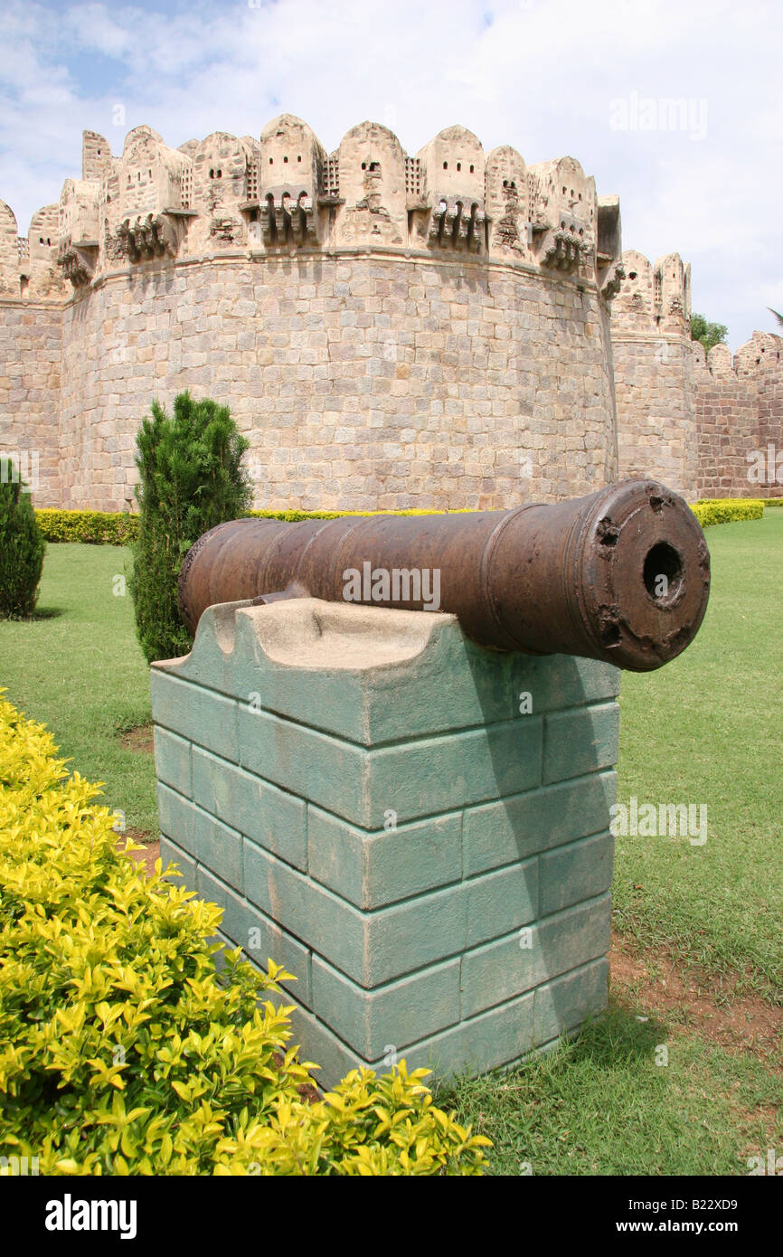 A cannon outside of the Balahsiar Gate the main gate of Golconda Fortress. The fortress dates to the 16th century - Stock Image