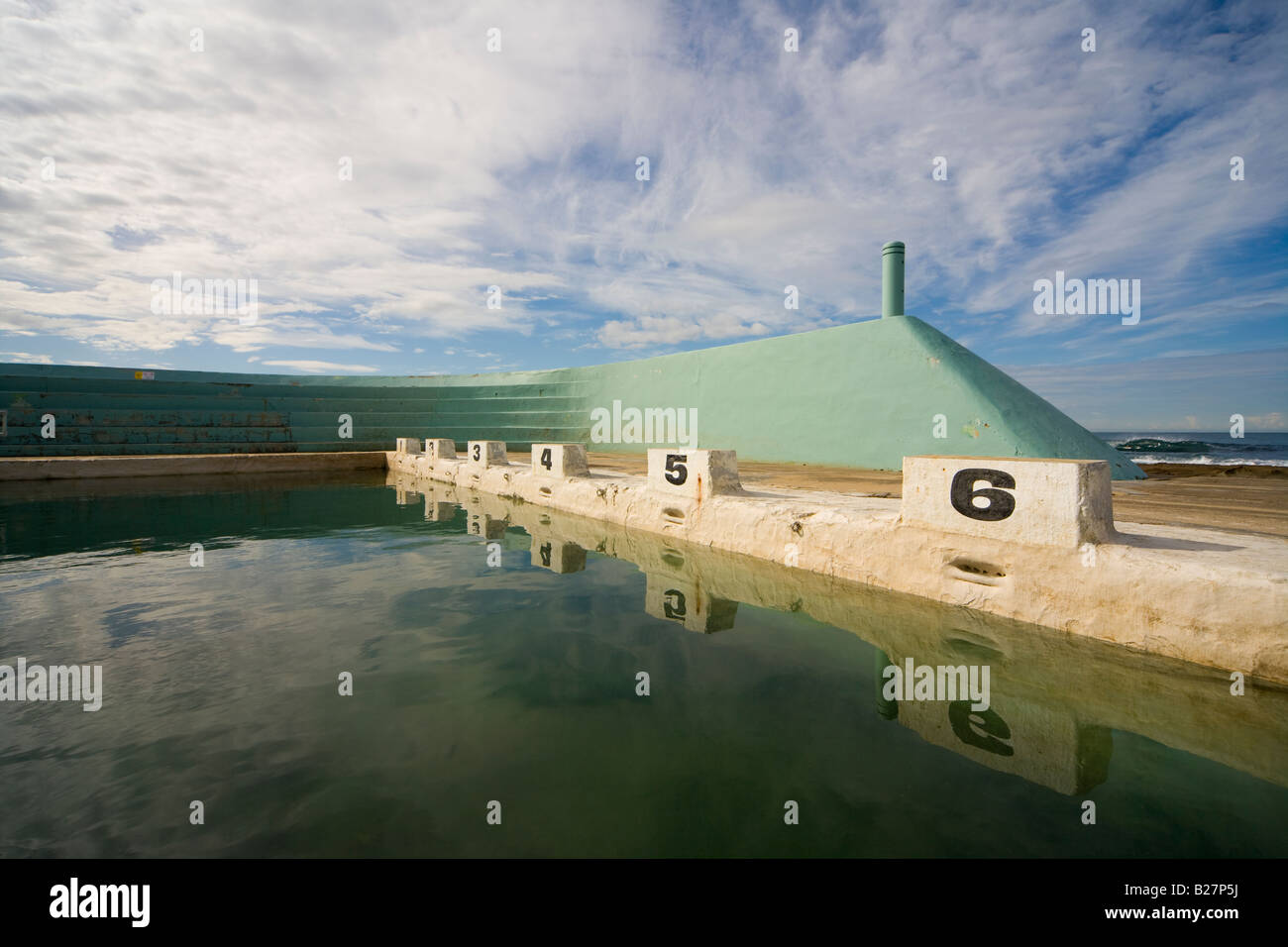 https://c7.alamy.com/comp/B27P5J/art-deco-style-ocean-baths-in-newcastle-nsw-australia-characteristic-B27P5J.jpg