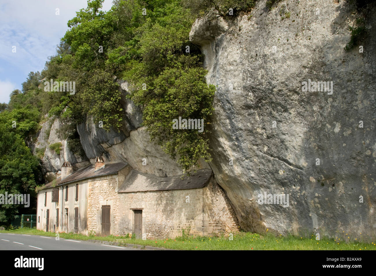 7 Amazing Houses Built Into Nature: Palaeolithic Stock Photos & Palaeolithic Stock Images