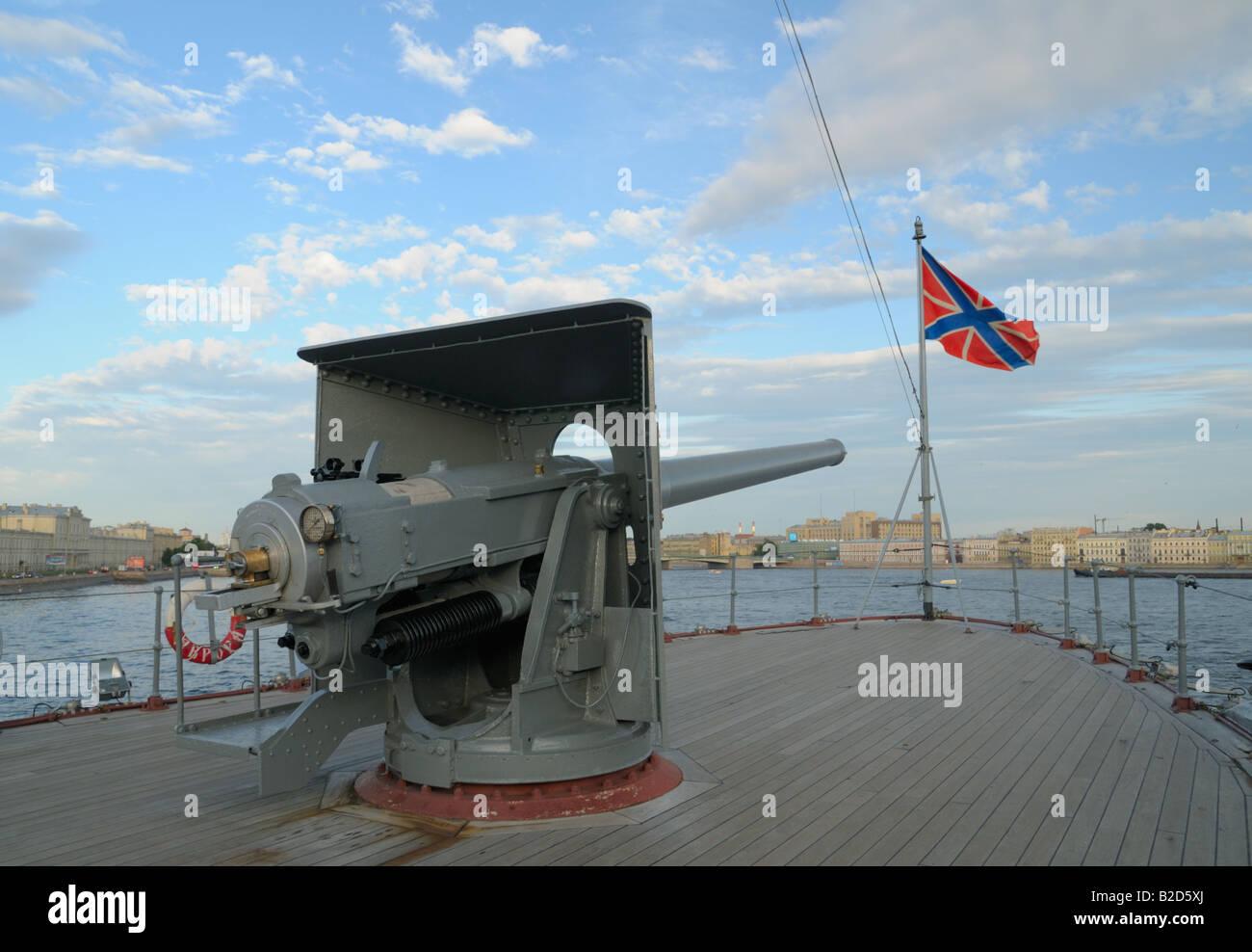 Bismarck 1/700 Meng - Page 2 Gun-of-aurora-cruiser-st-petersburg-russia-B2D5XJ