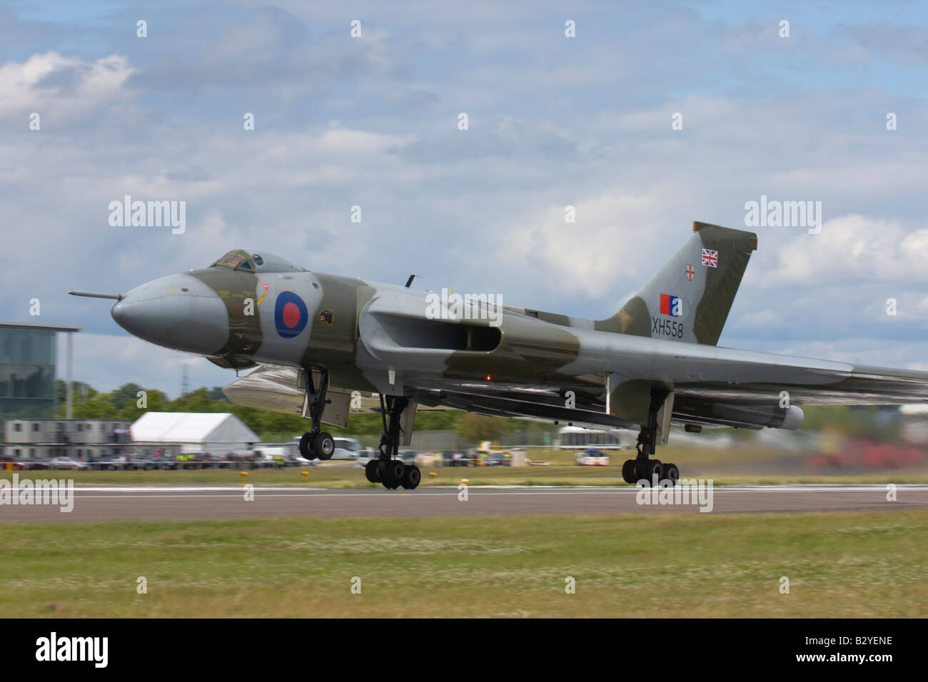 Avro Vulcan bomber taking off at Farnborough International Airshow 2008, England, United Kingdom. - Stock Image