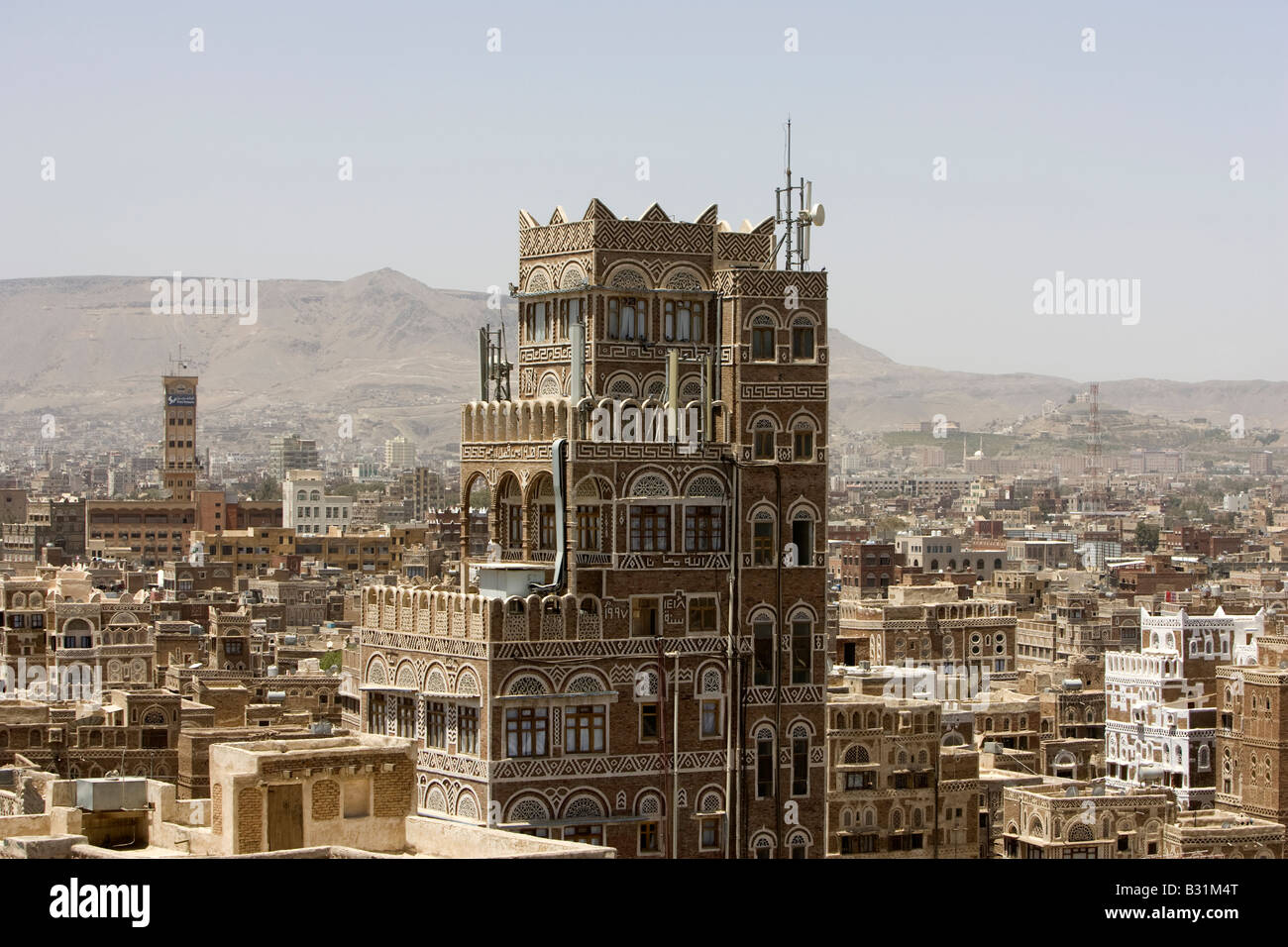 sanaa the ancient capital city of yemen stock photo: 19092104 - alamy