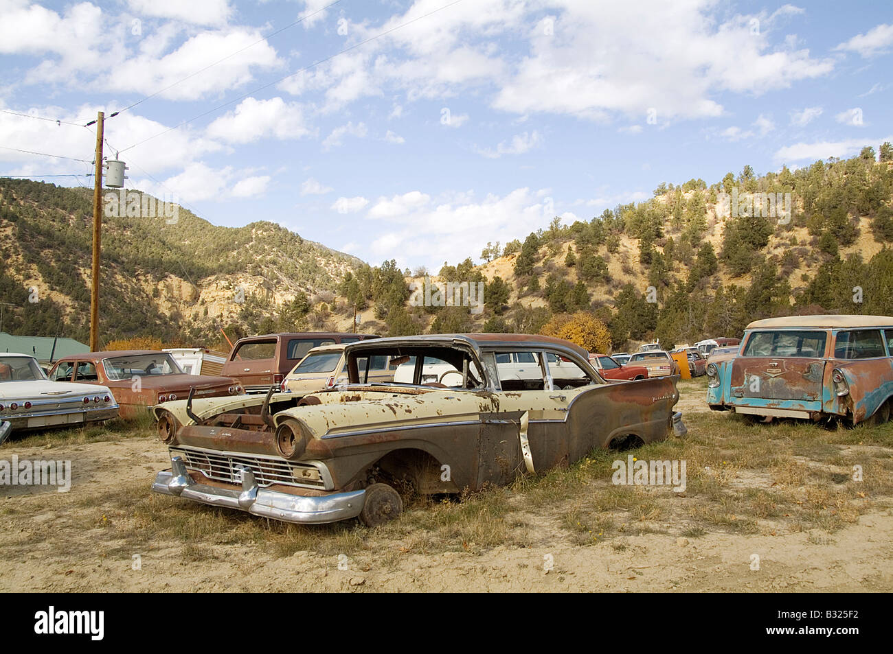 Junk Yard With Old Us Cars Stock Photos & Junk Yard With Old Us Cars ...