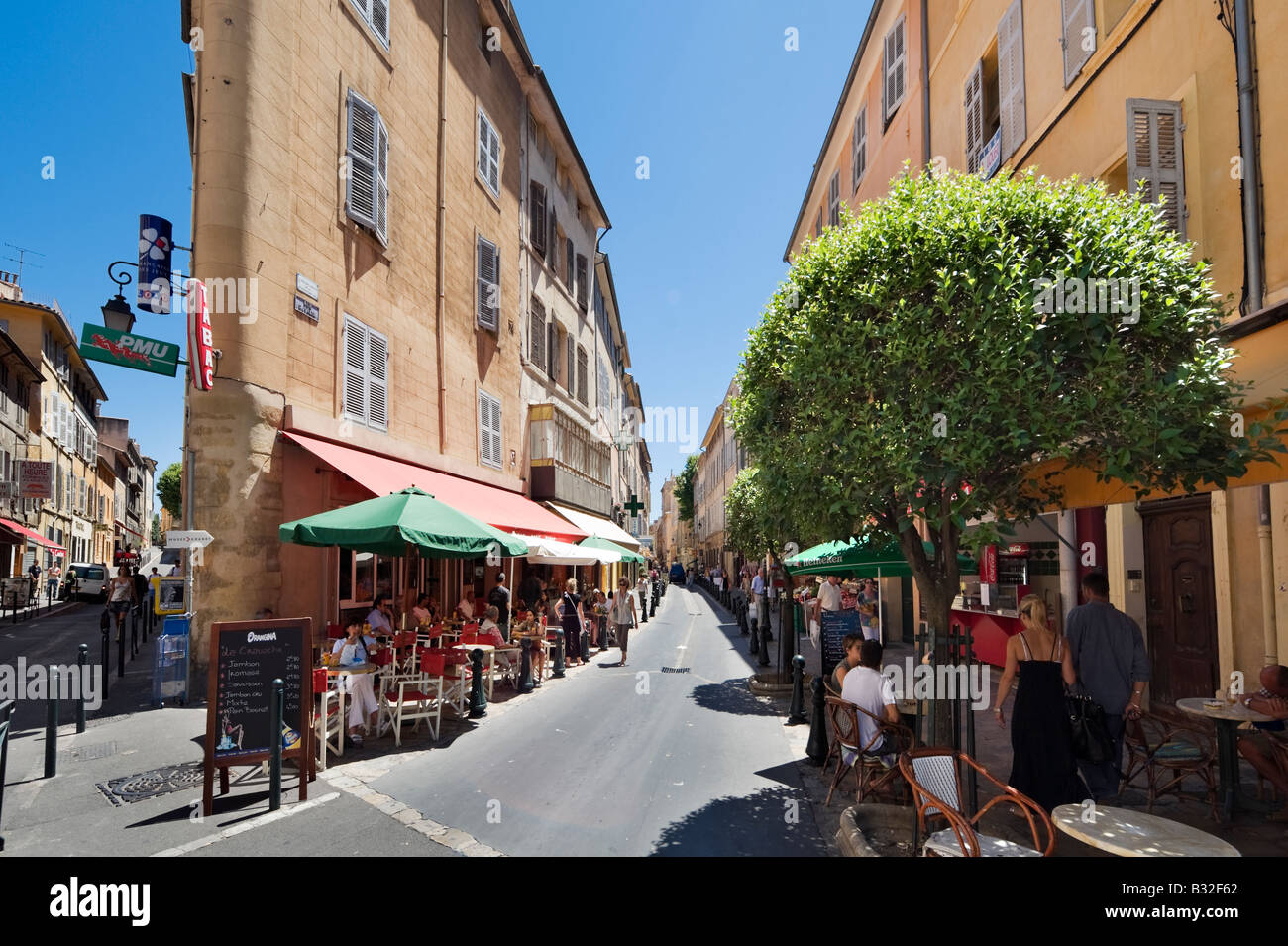 Street cafes on Rue d'Italie in the historic city centre, Aix en Provence, France - Stock Image