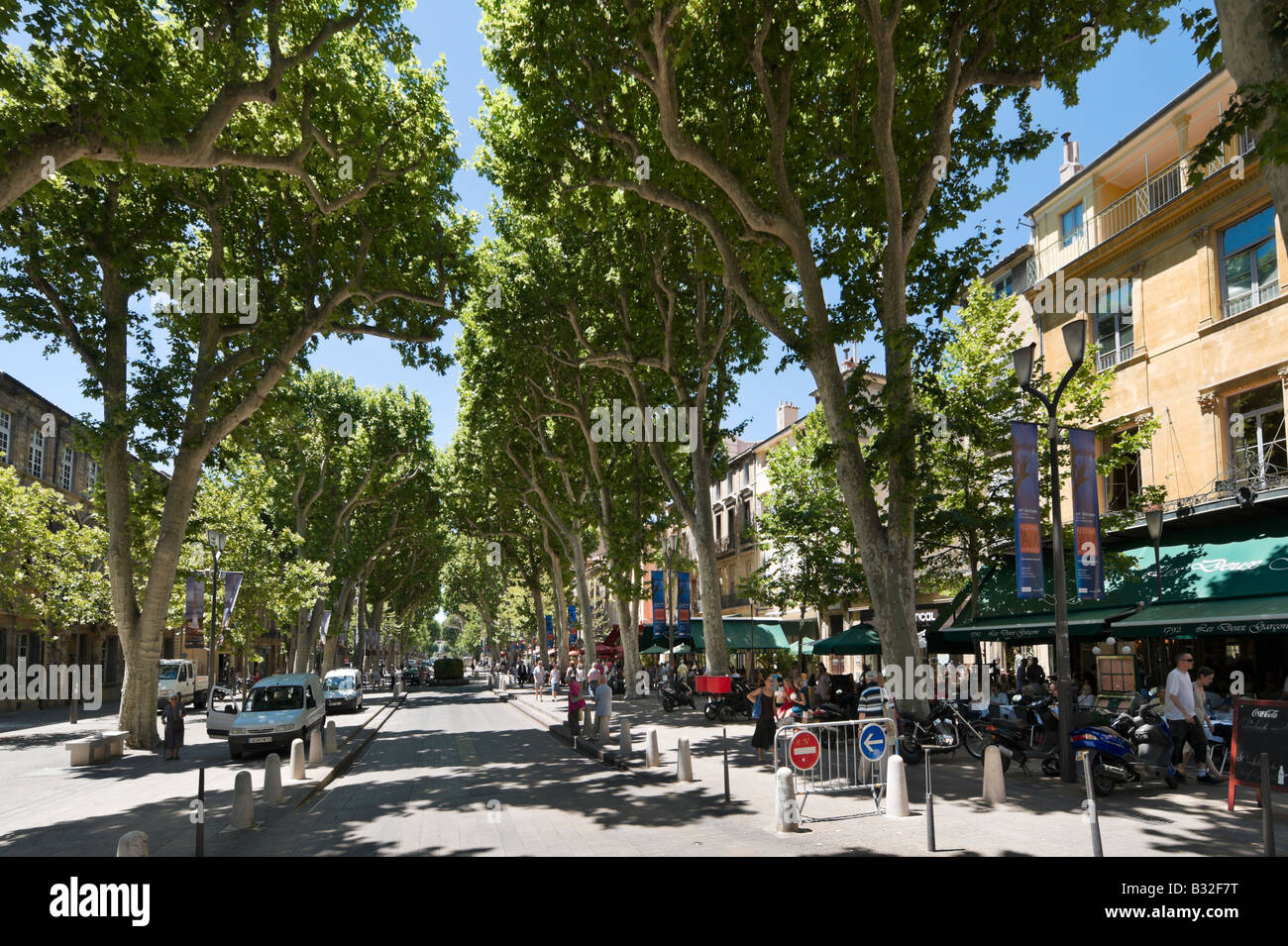 The Cours Mirabeau (Main Avenue) in the historic city centre, Aix en Provence, France - Stock Image