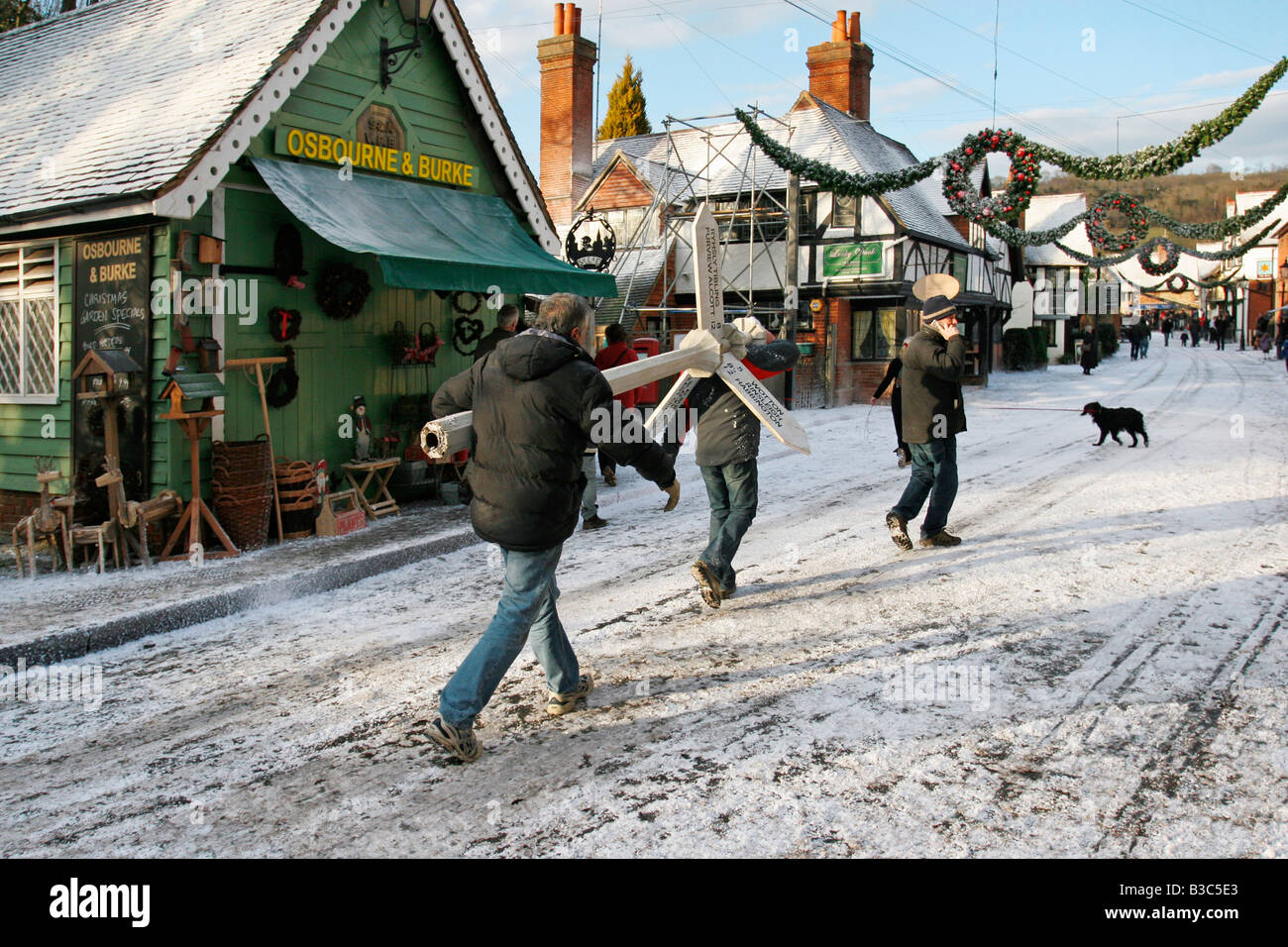 """Creating a winter location set for """"The Holiday"""" film, in the village of Shere, Surrey, with artificial snow by Stock Photo"""