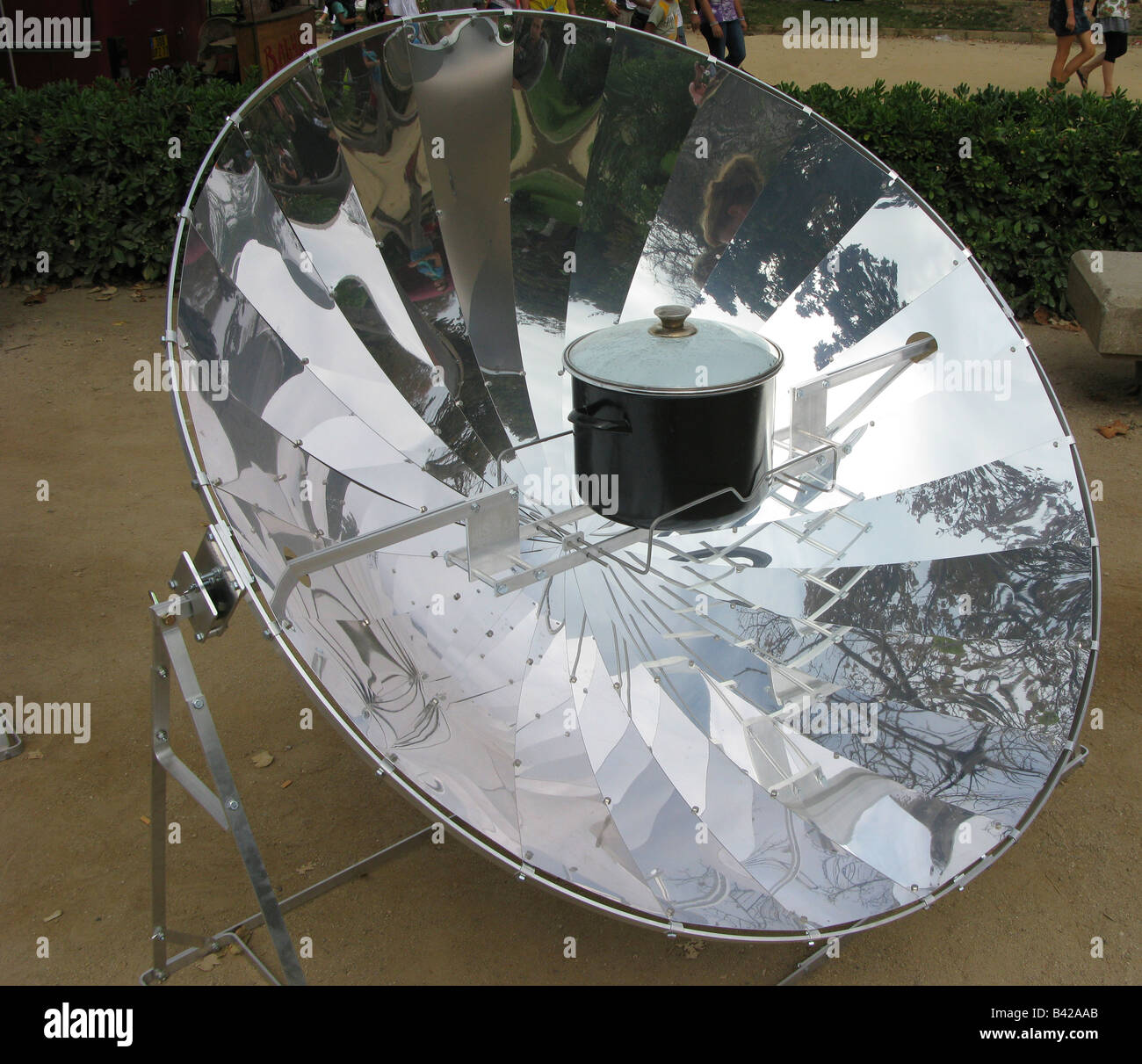 solar energy cooking boil - Stock Image