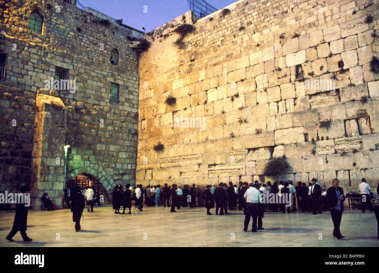 Contemporary Palestinian Wall Art Collection - Art & Wall Decor ...