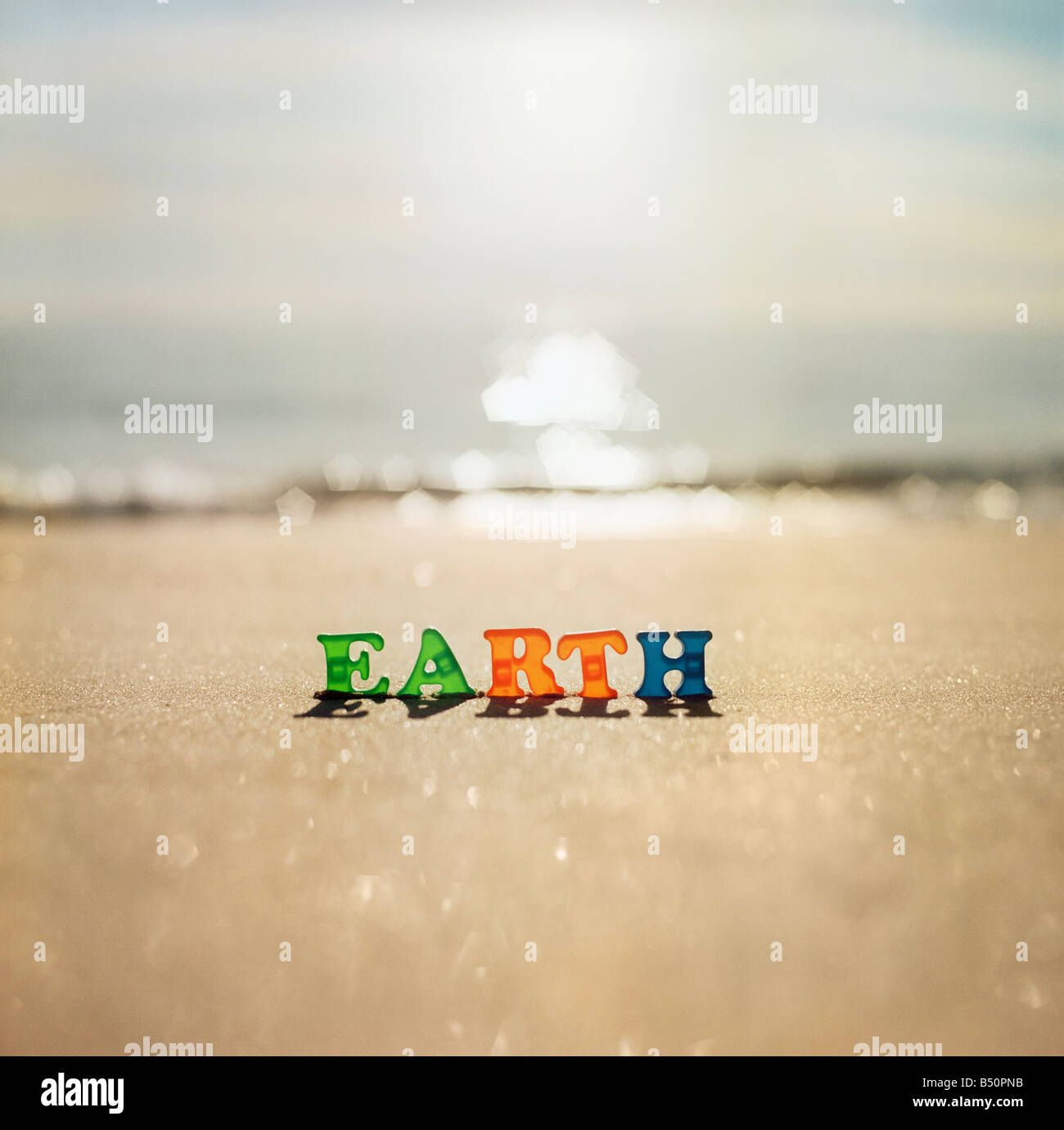 Word EARTH on the beach - Stock Image