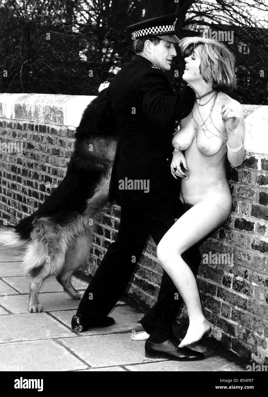 Steakers Sally Cooper is arrested by a policeman after her streak across Kingston Bridge Dbase MSI Stock Photo