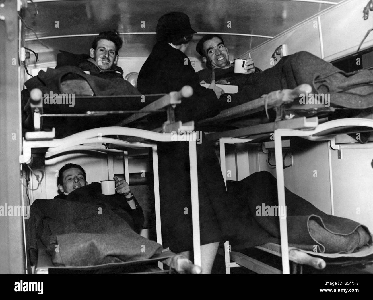 World War II Wounded: Wounded tommies from the African battlefront, all smiles on arrival in London and greeted - Stock Image