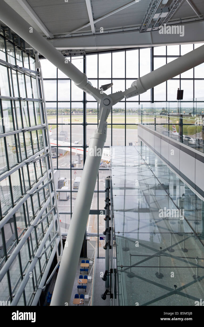 departure and arrival halls, Terminal 5, Heathrow, London, England - Stock Image
