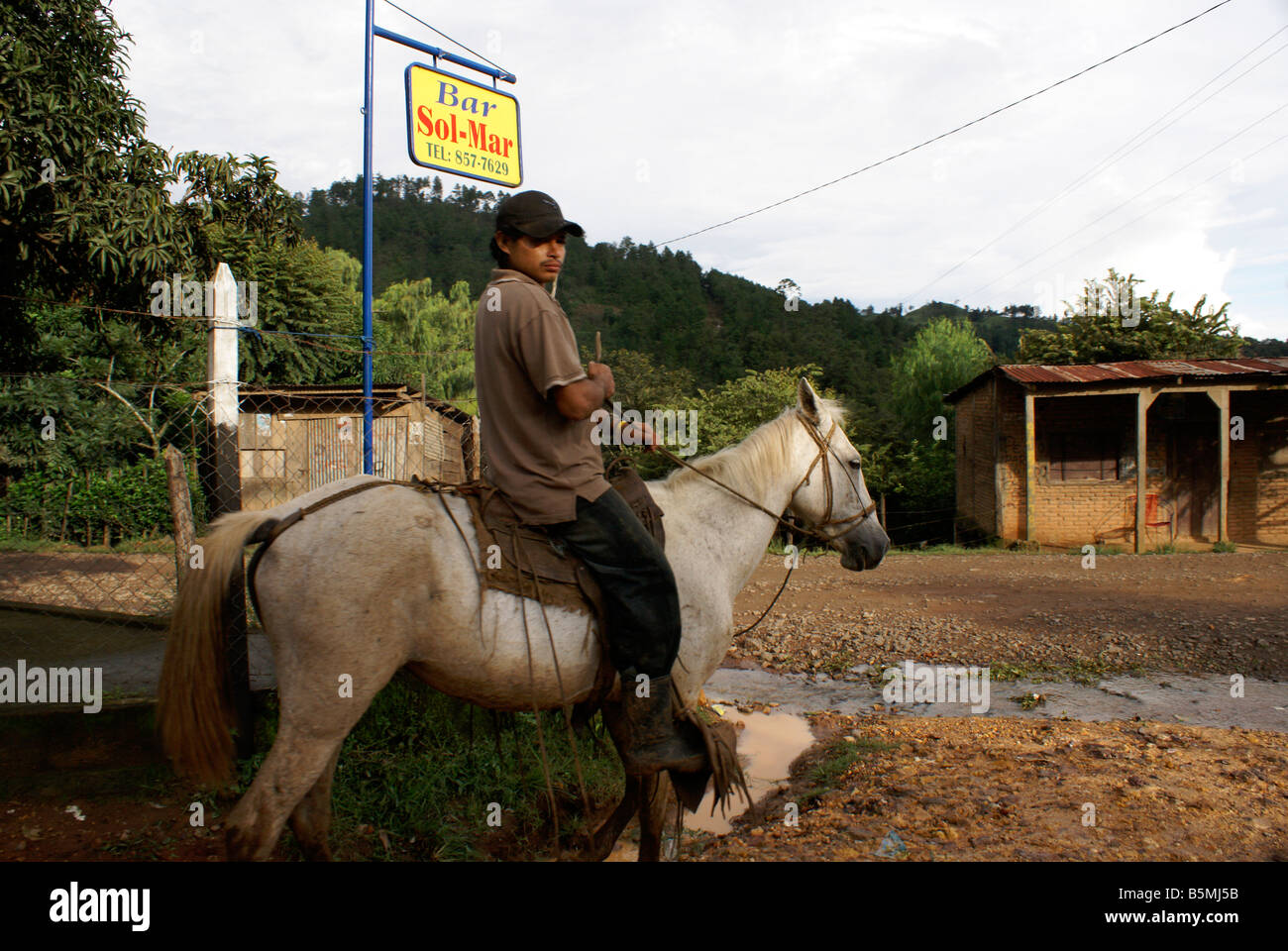 man-on-horseback-near-matagalpa-nicaragu