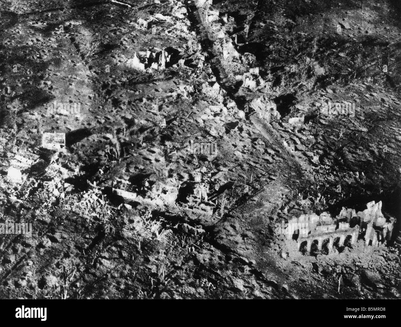 9 1917 11 10 A1 E Destroyed village Paschendael 1917 World War 1 1914 18 Western Front Battle of Flanders 31st July - Stock Image