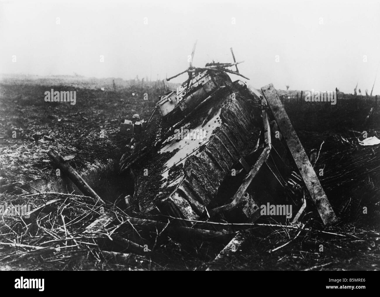 9 1917 11 20 A2 18 E Destroyed Eng tank Nov 1917 World War 1 1914 18 Western Front Tank battle at Cambrai 20th 29th - Stock Image