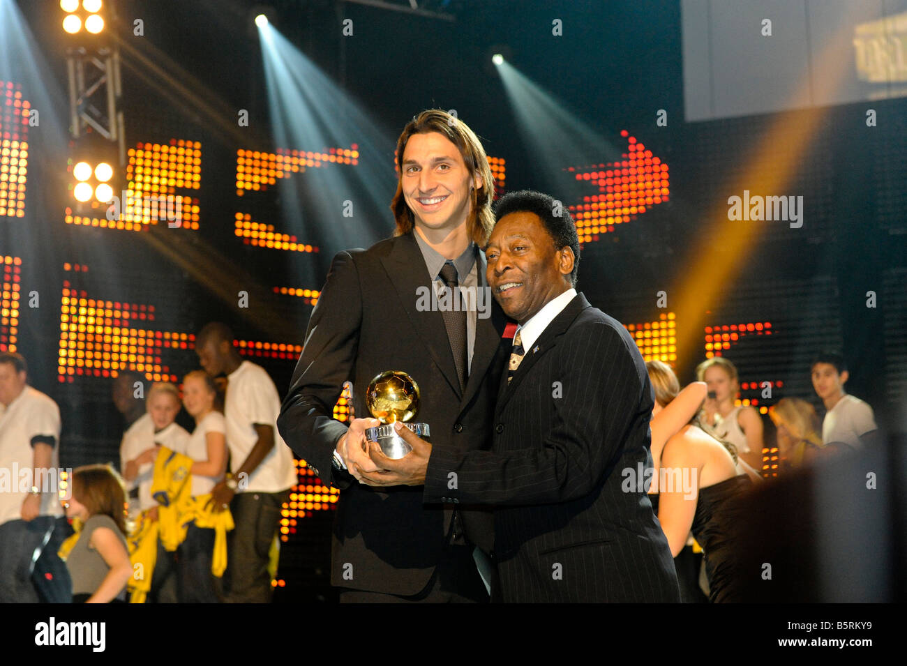 footballer-zlatan-ibrahimovic-receives-the-prize-the-golden-ball-as-B5RKY9.jpg