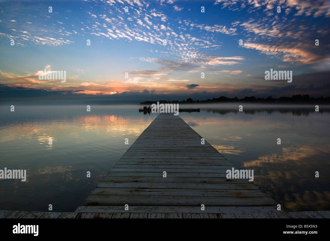 a-pier-at-sunset-B5X5N3.jpg